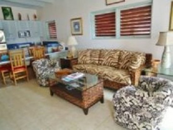 Fort Recovery Beachfront Villa & Suites Hotel: Guest room