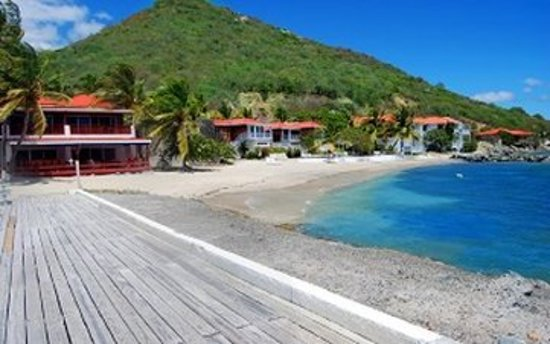 Fort Recovery Beachfront Villa & Suites Hotel: Beach