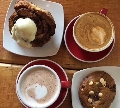 Sechelt, Canada: Brioche, cookies 3 chocolats