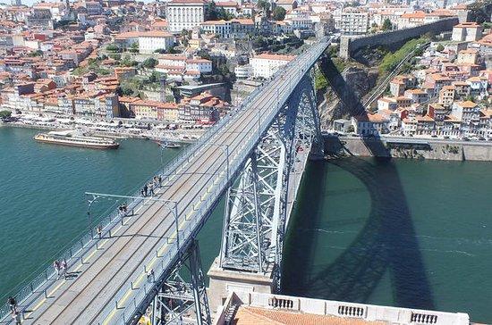 Recorrido por la ciudad de Oporto con...