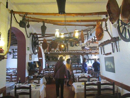 A Toca do Júlio: Inside of the restaurant