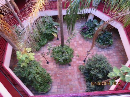 Hotel de la Monnaie: The brick courtyard
