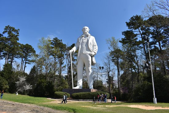 ‪Sam Houston Statue‬