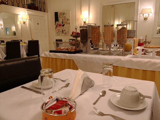 Hotel Modigliani: Breakfast