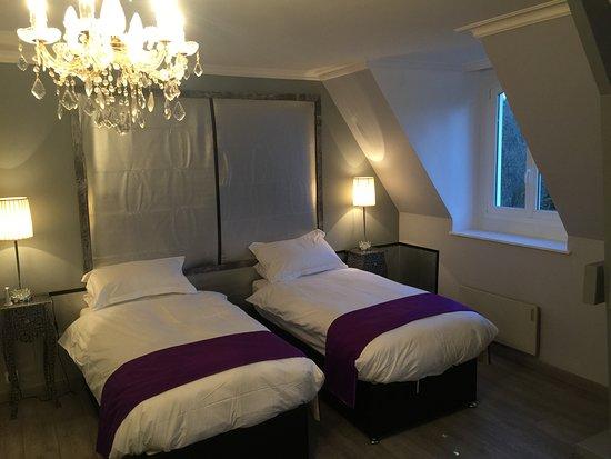 Tessy-sur-Vire, Francja: Lavander Room Two Single beds or One Super King Size Bed