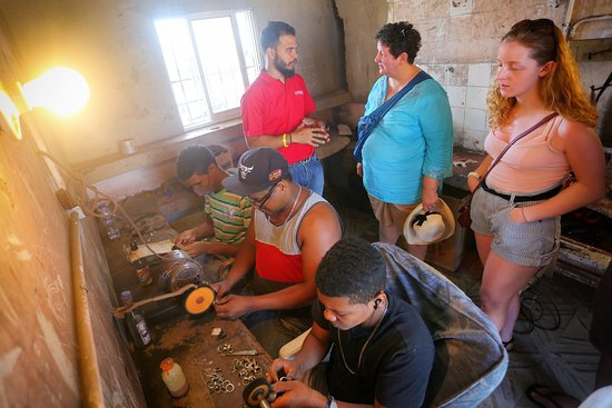 Puerto Plata Province, Dominican Republic: Art craft workers at our Puerto Plata Vintage tour