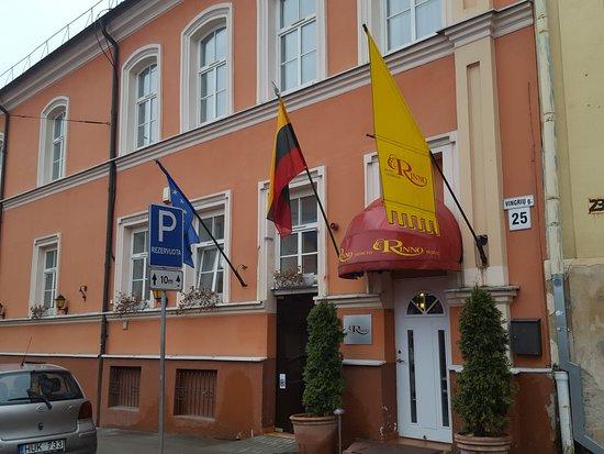 Hotel Rinno: Unassuming front door to a nice hotel