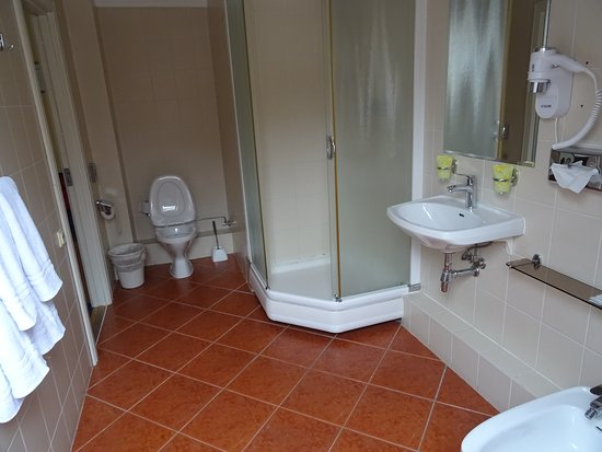 Hotel Rinno: Roomy bathroom