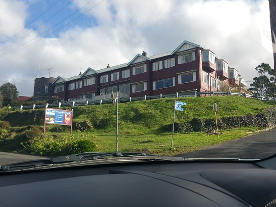 Hotel Mountain Heritage - Blue Mountains : Perched up on the hill - get a top floor room on this side