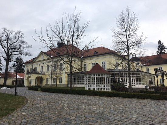 Rojtokmuzsaj, Hungary: Dinning area looks out onto the grounds