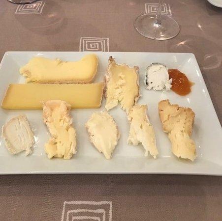 La Ferriere Aux Etangs, Prancis: Fromages : morceaux choisis sur le plateau de fromage