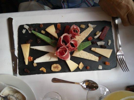 Olost, Spania: Surtido de quesos y jamón
