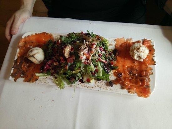 Olost, Spania: Ensalada , salmon y helado