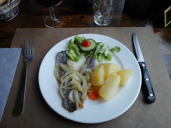 Azay-le-Ferron, Γαλλία: entrée : harengs saur aux pommes de terre