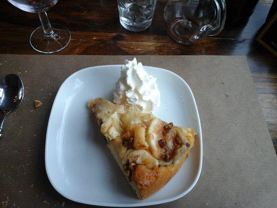 Azay-le-Ferron, Γαλλία: dessert : tarte aux pommes à la crème d'amandes