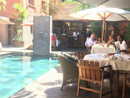 Restaurant Sakamanga: Lunch around the pool