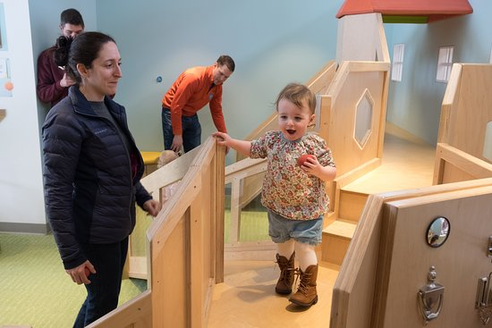 Acton, MA: Exploring and learning in the Brain Building Together gallery, for 0-3 year olds