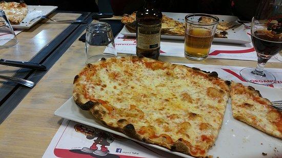 Giano dell'Umbria, Italien: pizza allungata e fantastica