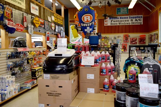 Falling Waters, Virginia Occidental: Our camp store w/ a wide variety of supplies, grocery & novelty items.