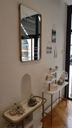 vitrine des choux sucr s picture of maison grimaud. Black Bedroom Furniture Sets. Home Design Ideas