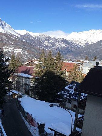 вид на город из окна номера - Picture of Hotel Terrazza, Sauze d ...