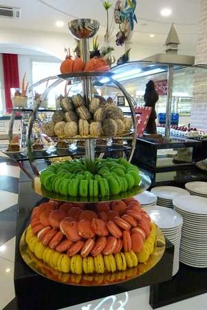 Delphin Imperial Hotel Lara: Macarons at the Buffet
