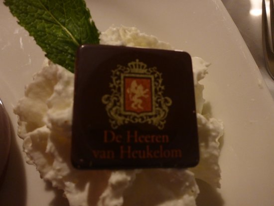 De Heeren Van Heukelom: een detail maar verzorgd met eigen chocolade