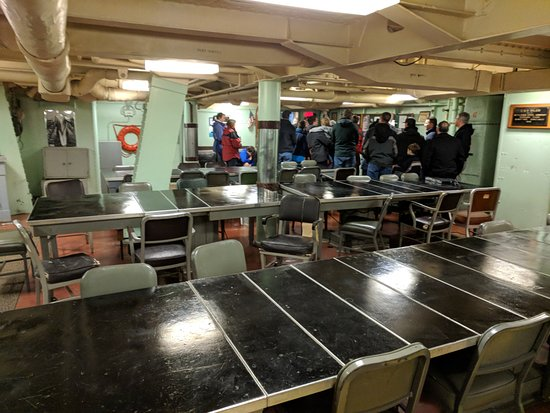 Uss Salem: officer's dining area