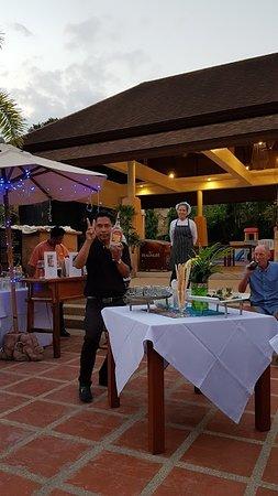 Aonang Cliff Beach Resort: Kong at the coctail party