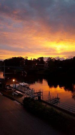 Manistee Inn & Marina: sunset from the Inn