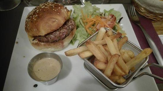 Orsay, Francia: burger frites