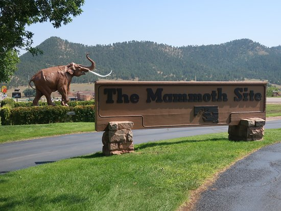 Mammoth Site of Hot Springs: The main sign and entrance