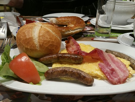 Parsdorf, Alemania: We decided to try their breakfast.  I must say...very good.
