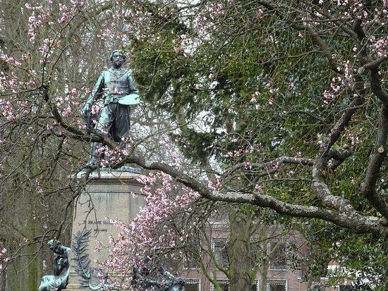 """""""Florapark Haarlem;standbeeld Frans Hals uit de jaren 1899-1900"""""""