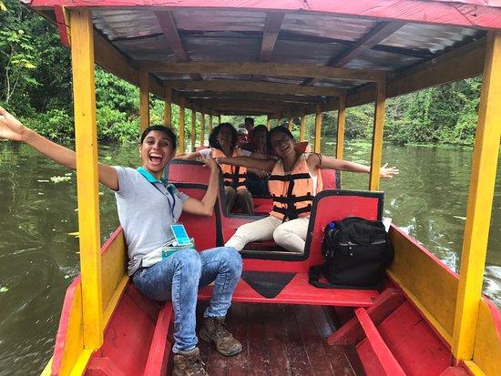 Pucallpa Amazon Tours: En la Laguna de Yarinacocha con nuestra guía Fiorella, mis papás y yo. Muy felices!