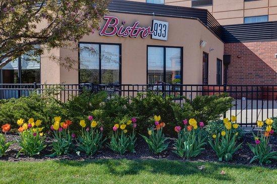 Bistro 933: Outside - Spring!