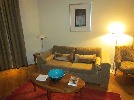 Tomtom Suites: Living