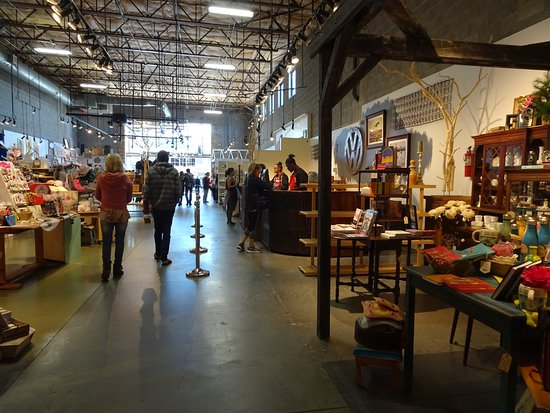 Solana Beach, CA: Nice wide aisles make shopping a nice experience