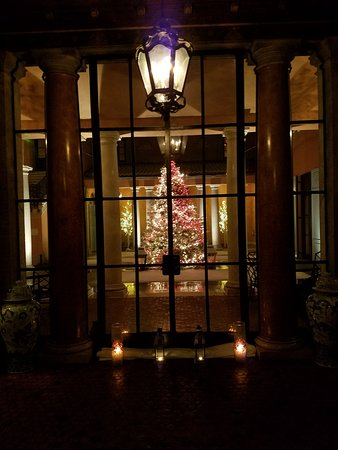 Glenmere Mansion: outdoor terrace lit up with christmas tree