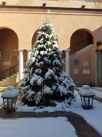 Chester, NY: snowy terrace