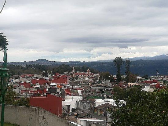 Desde El Mirador del Cerrito en Naolinco se puede apreciar Xalapa la capital del Estado de Verac
