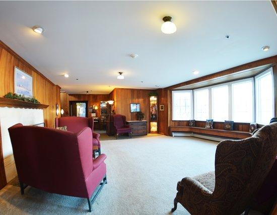 Colony Inn: Great Room