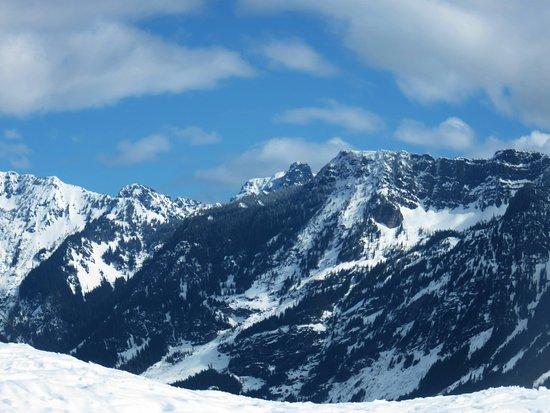 Snoqualmie Summit Ski Area: beautiful mountain