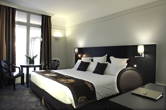 Hotel California Paris Champs Elysees: Guest room