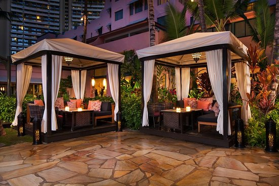 The Royal Hawaiian, a Luxury Collection Resort: Bar/Lounge