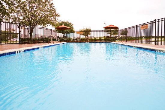 Holiday Inn Express Hotel & Suites Irving North-Las Colinas: Pool