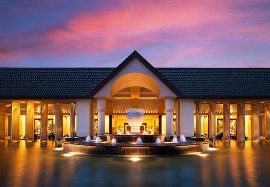Exterior picture of st regis princeville resort for Porte 12 tripadvisor