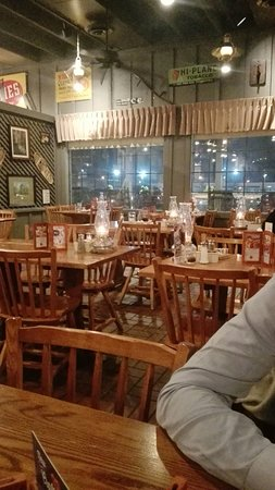 Morton, إلينوي: Cracker Barrel Old Country Store and Restaurant