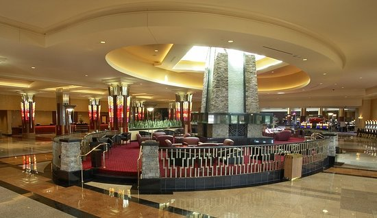 Mystic Lake Casino Hotel: Lobby