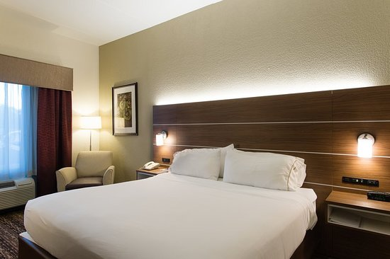 Holiday Inn Express Walterboro: Guest room